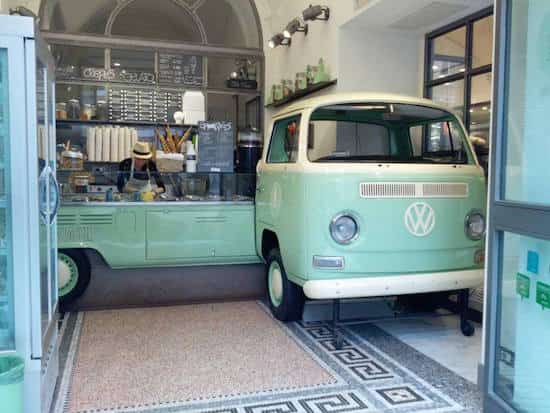 vintage-vw-combi-recycle-en-bar-glaces